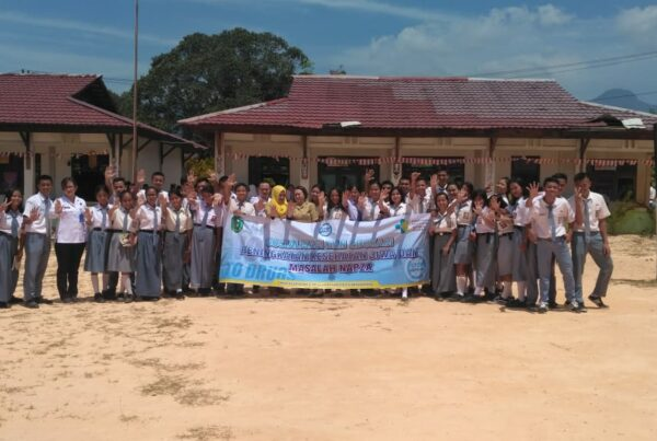 Sosialisasi dan Edukasi Peningkatan Kesehatan Jiwa dan Masalah Napza di SMAN 1 Lumar