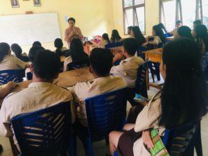 Sosialisasi dan Edukasi Peningkatan Kesehatan Jiwa dan Masalah Napza di SMAN 1 Teriak