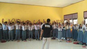 Sosialisasi dan Edukasi Peningkatan Kesehatan Jiwa dan Masalah Napza di SMAN 1 Lembah Bawang